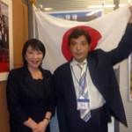▲高市氏と、「ネオナチ団体代表」山田一成氏