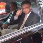 ▲ホテルに入る直前の翁長雄志知事