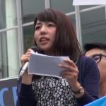 ▲渋谷ハチ公前でスピーチしたミキさん