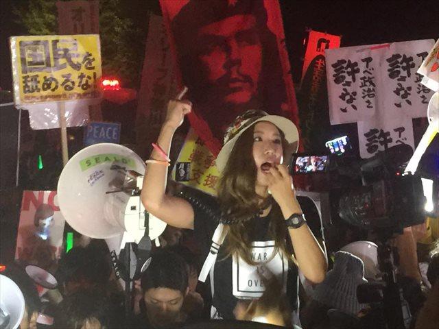 SEALDsの写真がかっこいい!!俺たちでもこんなにかっこよく写真撮ってもらえるのかな??