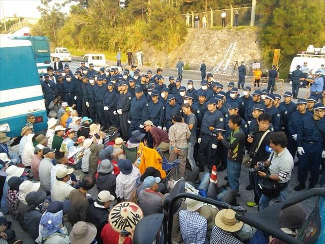 警視庁と沖縄県警合わせて200人前後の機動隊員