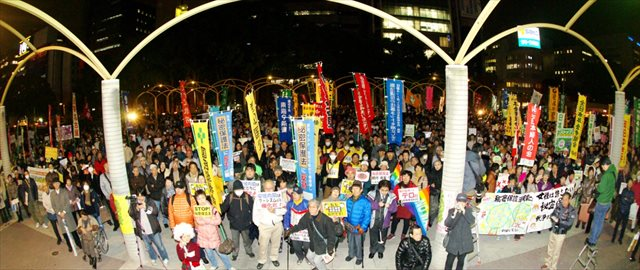 ↑秘密保護法強行採決直前の2013/12/6には、名古屋で4000人が反対デモに参加しました。