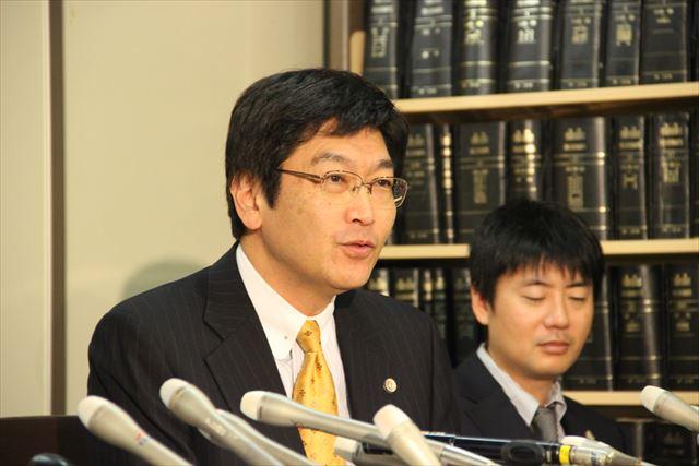 ▲記者会見に臨む伊藤真弁護士