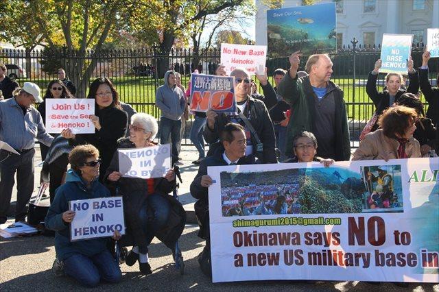 ▲現地時間11月20日 「島ぐるみ会議」訪米団はワシントンDCホワイトハウス前において、辺野古移設反対アピールを行った。米国市民の飛び入り参加も目立った。