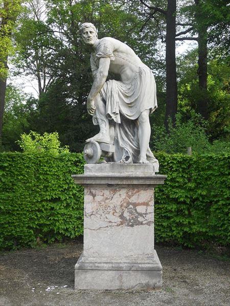 ▲ローマ時代の独裁官で、戦いに勝っては農夫に戻ることを繰り返したキンキナトゥスの像