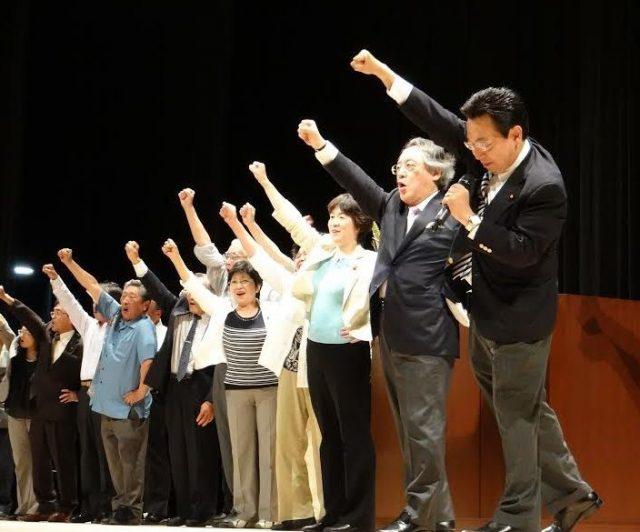 ▲小林節氏も参加した舟山康江候補の集会
