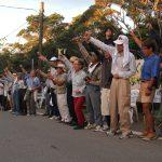 ▲20日、反対集会に集まった市民の数は100人以上