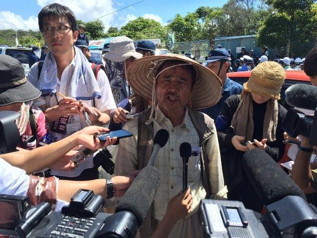 ▲記者の質問に答える、沖縄平和運動センターの山城博治氏