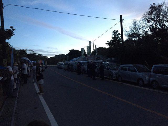 ▲20日早朝の高江N-1ゲート前の模様