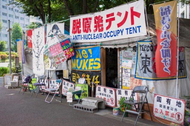 ▲2011年9月11日、抗議活動に乗じる形で設置された「脱原発テント」