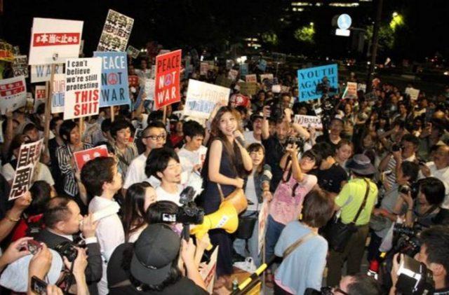 ▲SEALDsによる国会前抗議の様子