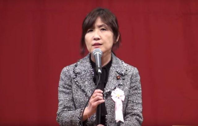 ▲演説する稲田朋美氏――2010年12月1日、ニッショーホール