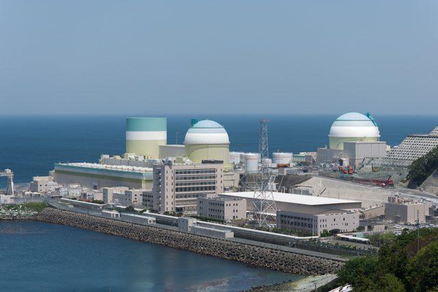 ▲四国電力伊方原子力発電所 左が廃炉になった1号機、右奥が再稼動する3号機