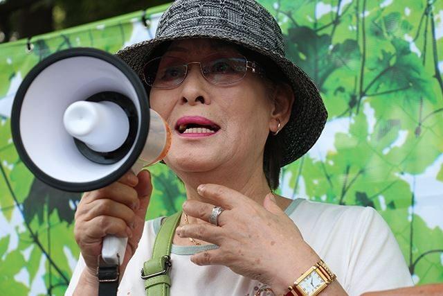 ▲2016年8月21、テントが強制撤去された直後に駆け付けた福島県双葉町出身で東京に避難中の女性は泣きながら叫んだ「テントは私の第二の故郷です」
