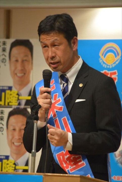 ▲演説会で支持を訴える米山隆一候補