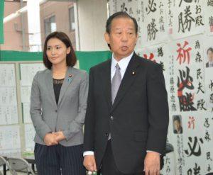▲森民夫候補の選挙事務所を訪れた二階俊博幹事長――10月12日
