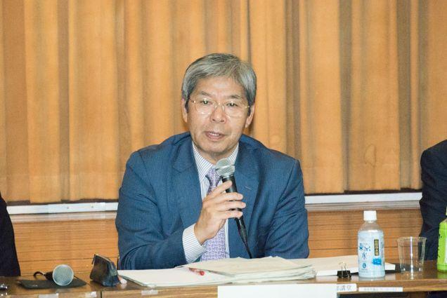 ▲記者会見する座長の平田健正氏――10月15日、築地市場講堂