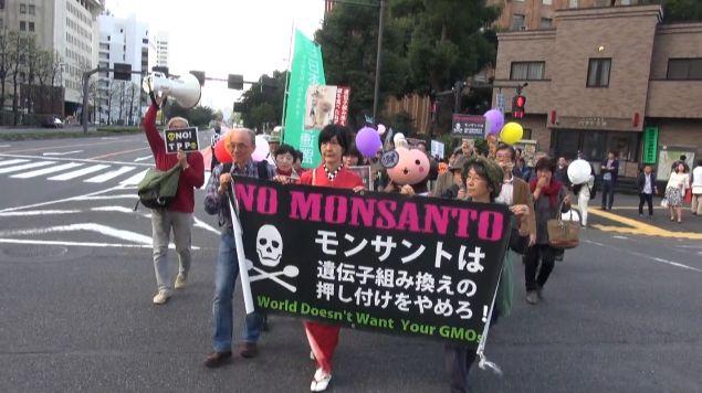 ▲デモ行進の様子――10月16日、中央区