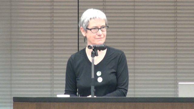 ▲オークランド大学教授・ジェーン・ケルシー氏