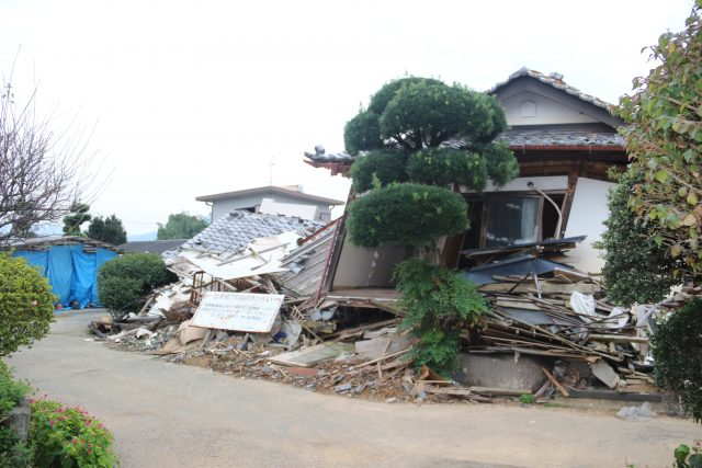 ▲町によると、2016年10月31日時点で、解体作業の公費申請が2216件、そのうち解体が完了した家屋は169件にとどまっている。すでに自費解体が行われた544件と合わせても、進捗状況は25%程度だ。