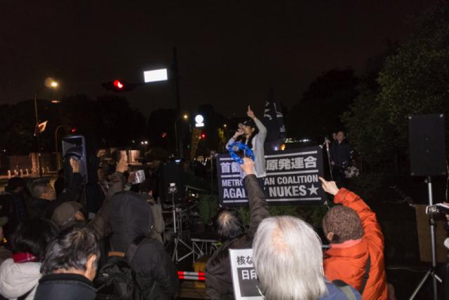 ▲抗議の声を上げる参加者たち