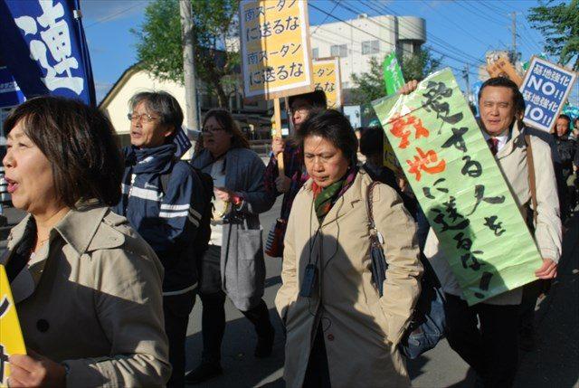 ▲23日の三沢市内でのパレード