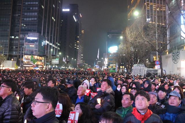 ▲11月26日(土)に行われた大規模抗議集会では、ソウル中心部に150万(主催者発表)が結集。1987年の民主化運動以降で最大規模となった。