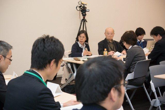 ▲原子力規制庁へ質問する市民団体の代表者