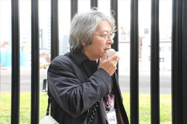 ▲基地について説明する主催代表の川崎さん