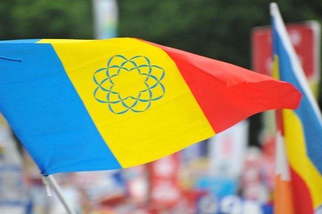▲安保法案の成立に反対する国会前抗議で掲げられた創価学会の三色旗(2015/08/30)
