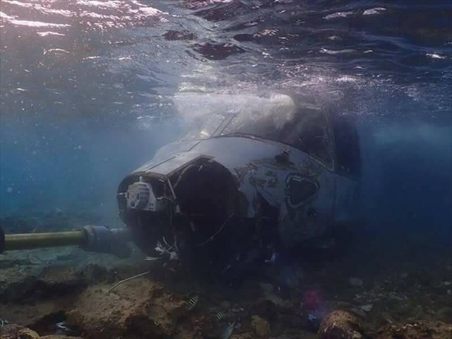 ▲満潮時には、コックピット部分は海の中に沈む(撮影は写真家・牧志治氏)