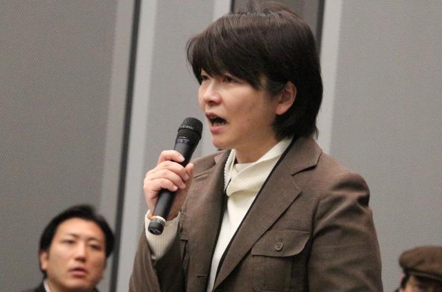 ▲集会「山城博治さんらを救え!」で発言する満田夏花氏(2017年1月12日)