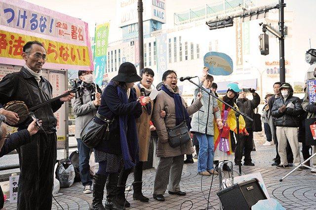 ▲菱山菜穂子氏(中央)と街宣チームのメンバー