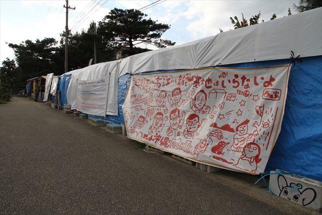 ▲キャンプ・シュワブ前に並ぶ辺野古テント(2016年12月16日、IWJ記者撮影)