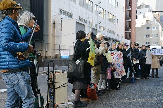 ▲TOKYO MX前で「ニュース女子」の放送内容に抗議する参加者