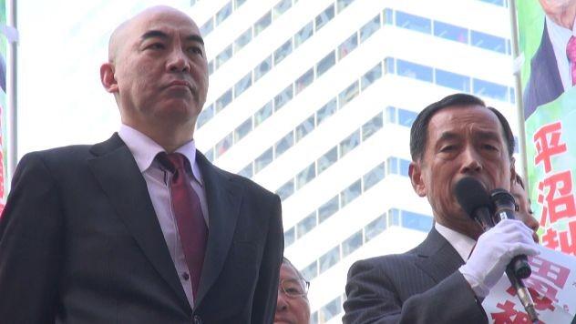 ▲2014年、田母神氏は東京都知事選に立候補し、都内各地で街頭演説を行った。隣は応援演説に駆け付けた作家の百田尚樹氏。百田氏は他の候補者を「人間のクズ」と罵倒した