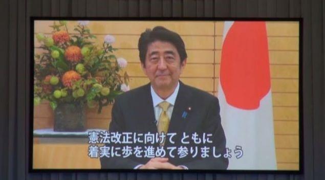 ▲「今こそ憲法改正を!武道館一万人大会」では、安倍総理からのビデオメッセージが流された