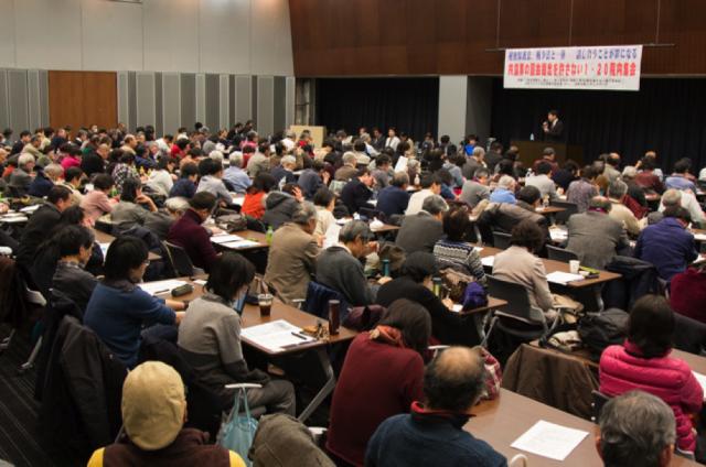 ▲300名以上を収容できる会場が満員に。共謀罪問題への関心の高さがうかがえる