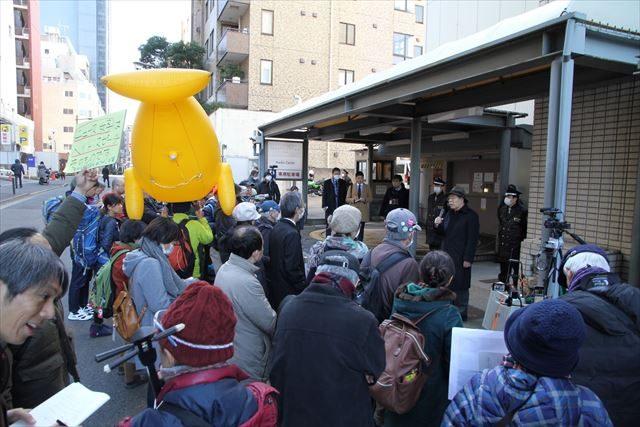 ▲1月26日、TOKYO MX本社前には主催者発表で120人が集まって抗議した