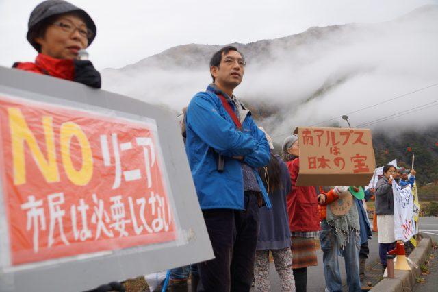▲2016年11月1日、大鹿村での起工式に反対するために集まった住民たち。