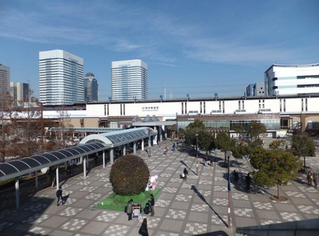 ▲JR海浜幕張駅(出典・Wikimedia Commons)
