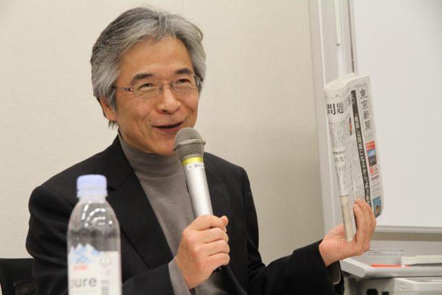 ▲東京新聞の熱心な購読者だという立教大学大学院・西谷修教授
