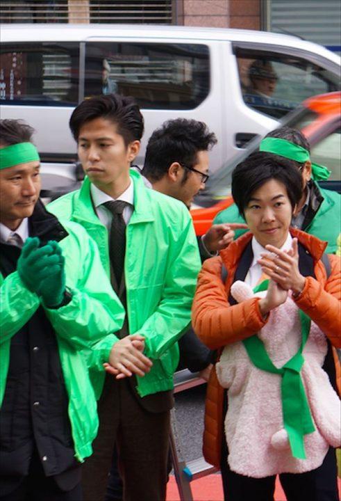 ▲千代田区長選で石川雅己候補の応援に駆けつけた音喜多駿都議(右)——1月29日