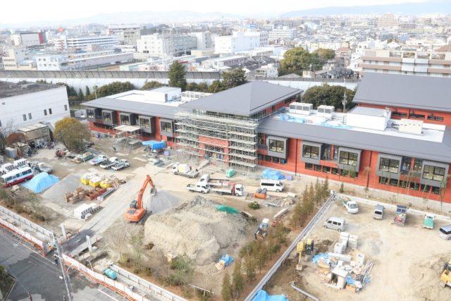 ▲工事中の「瑞穂の國記念小學院」。埋設物撤去などのために8億円以上が見積もられた。