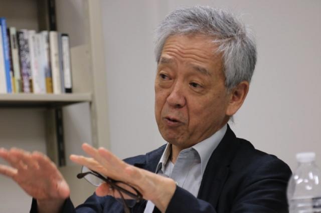 ▲岩上安身のインタビューに応じる上智大学教授・島薗進氏——2016年10月3日