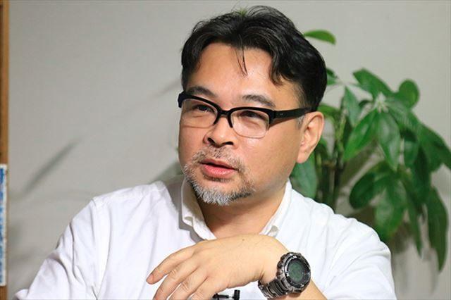 ▲岩上安身のインタビューに応じる早川タダノリ氏——2016年10月18日