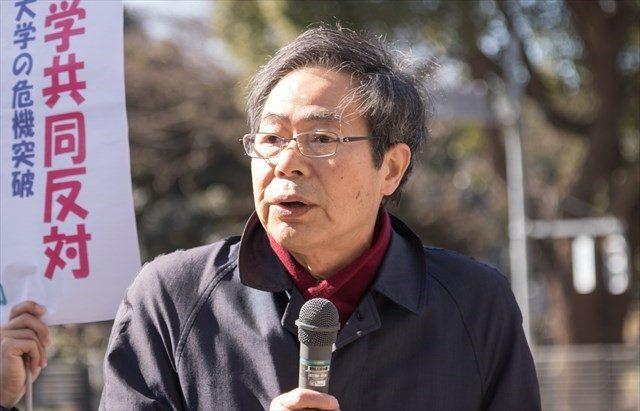 ▲スピーチする池内了・名古屋大学名誉教授
